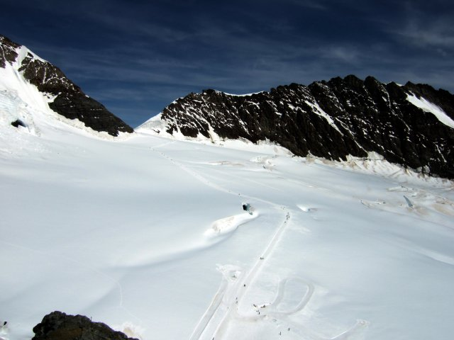 The route to the Monchsjoch Hut