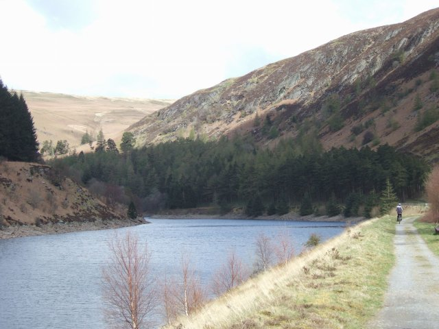 Elan Valley cycle trail along Garreg Ddu