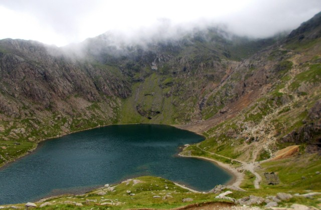 hiking the pyg track to snowdon